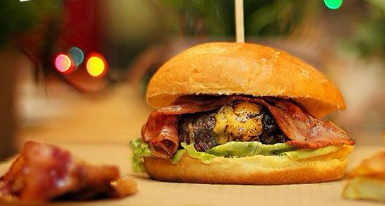 I-17-10-25-SM-A-Menu-hamburguesas-arepas-Tepuy