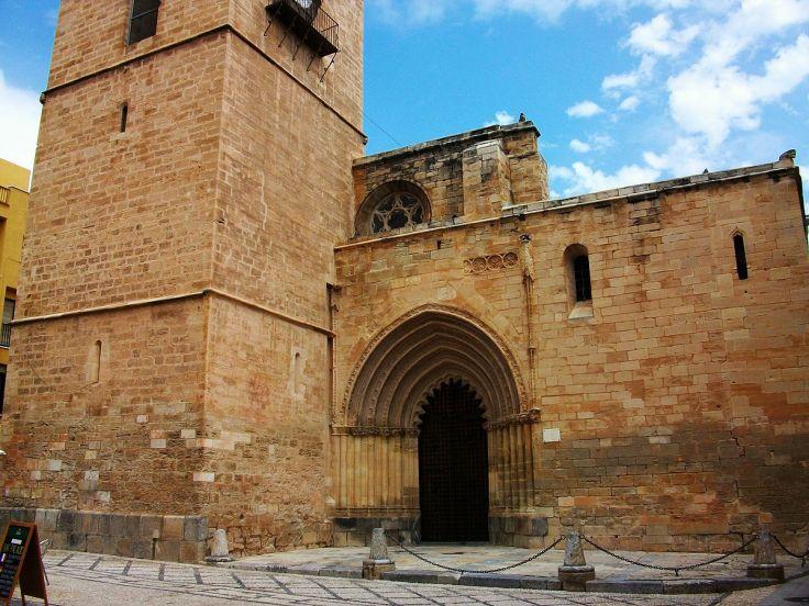 1200px-Catedral_d'Oriola,_porta_de_les_Cadenes.JPG